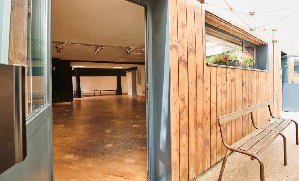 Studio Pylônes pour activités artistiques, culturelles, de loisirs, bien-être, etc...66 rue de la Paix 44340 Bouguenais